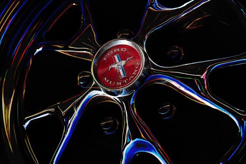 Mustang hubcap