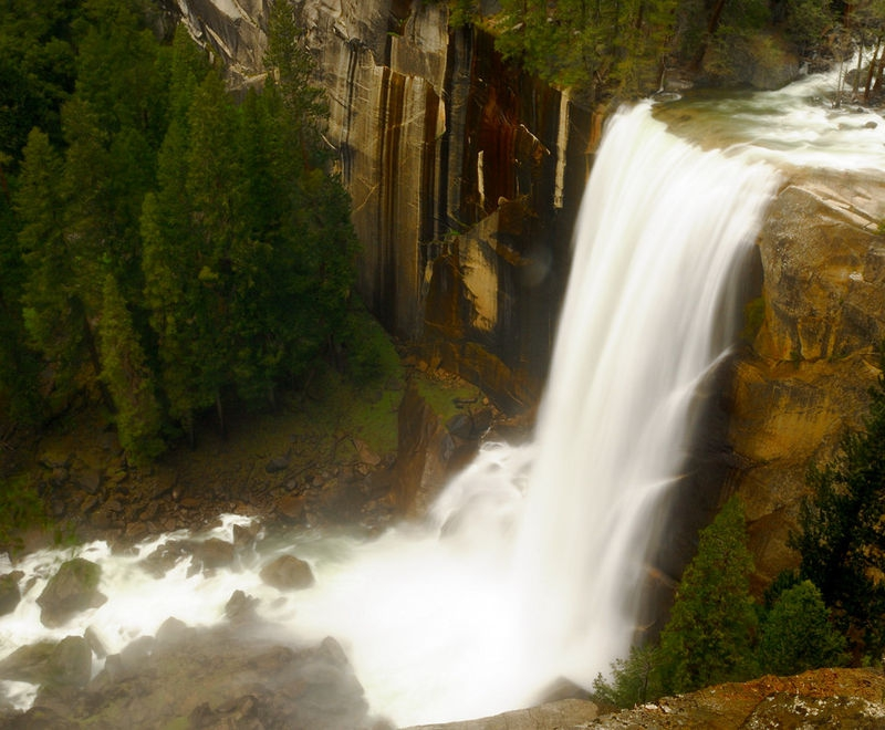 Vernal_Falls_from_above_11-5-281