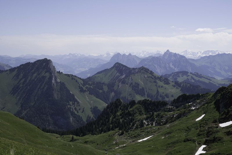 Eiger-Monch-Jungfrau_in_the_Distance.jpg
