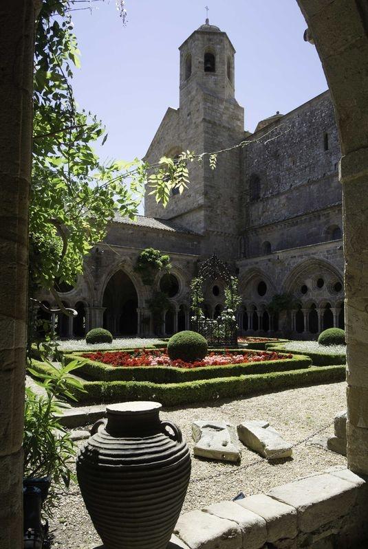 The_Cloister_Abbaye_de_Fontfroide.jpg