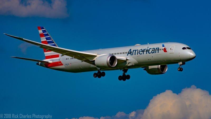 American 787 landing at DFW
