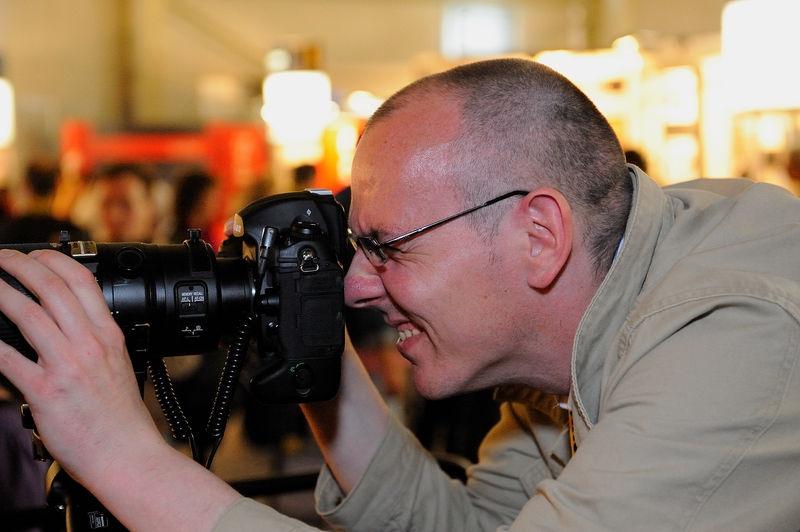 Nikon AF-S 200-400 f/4 shooter make funny face when shooting