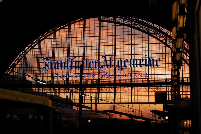 Bahnhofshalle Frankfurt/Main Sonnenuntergang