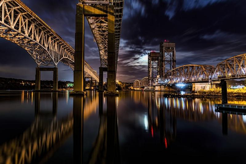 Gold Star and Thames River Bridge