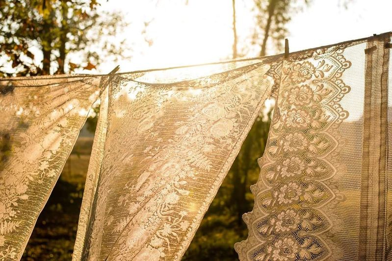 Sunny, lace and the Breeze