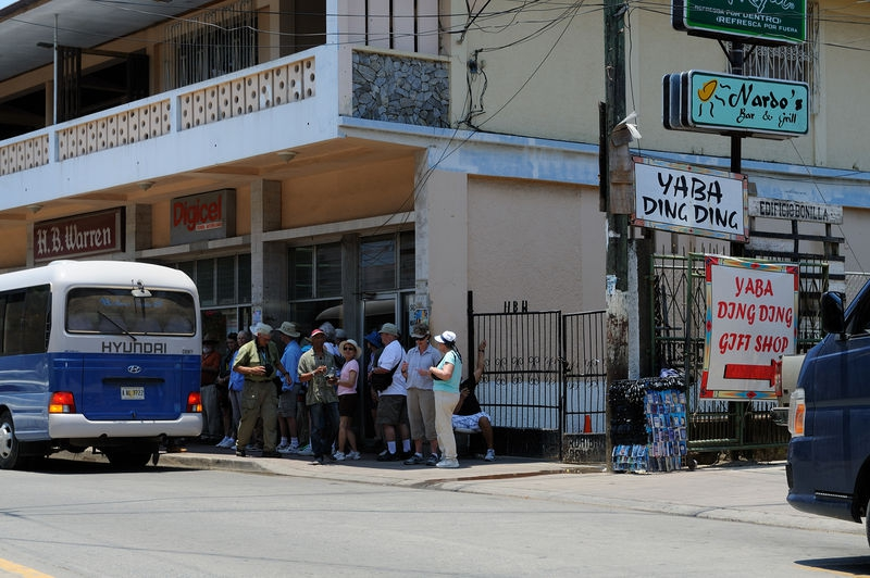 Bus with tourists arriving at the Yaba Ding Ding Gift Shop, Roatan Island,
