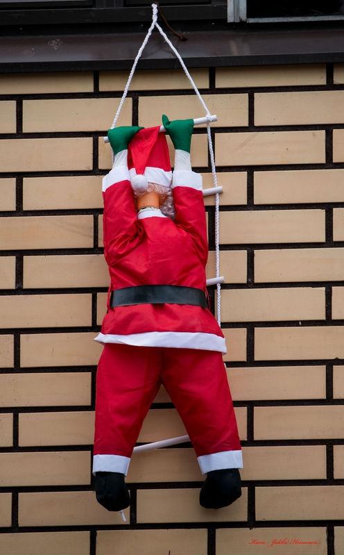 Santa is climbing