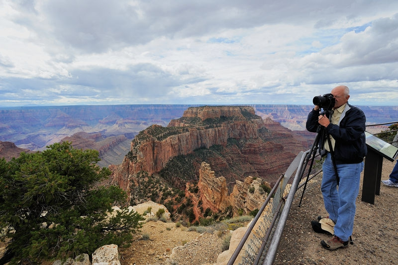 Rick Matheny (RHMJR2) photographs the Grand Canyon
