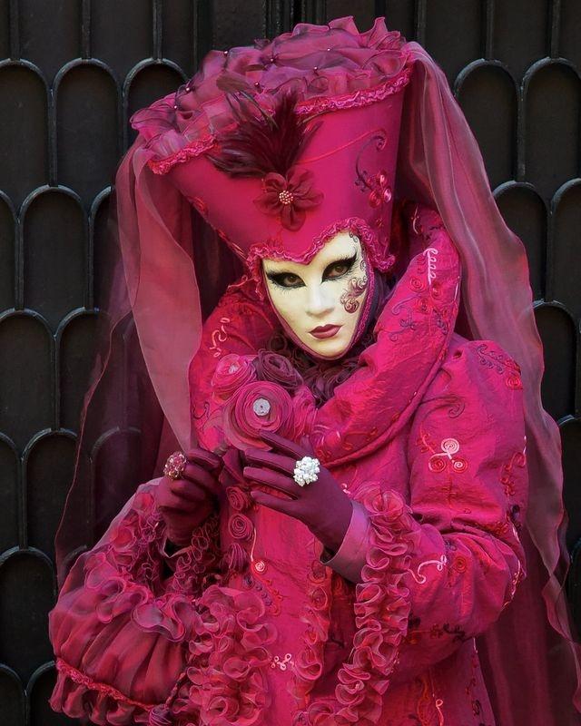 Venice Carnevale: eye contact